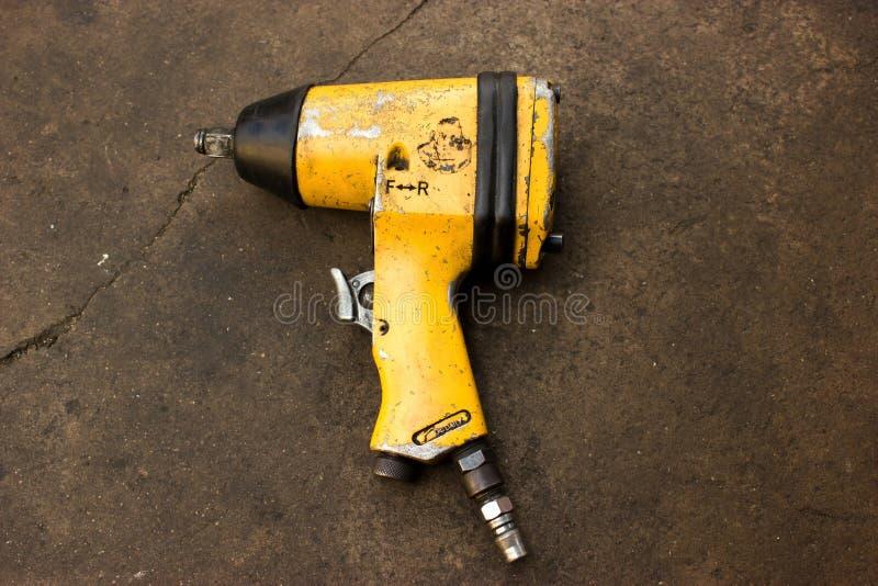 Ripari la strumentazione, il vuoto, l'olio, strumenti. immagine stock