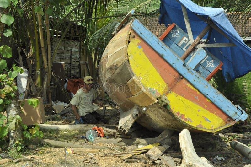 ripari quella barca rotta fotografie stock libere da diritti