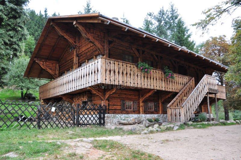 Riparo della montagna Chiamato: Svizzero/szwajcarka, posizione Polonia, montagne Rudawy Janowickie immagini stock