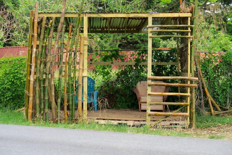Riparo di bambù tropicale del bordo della strada immagine stock libera da diritti