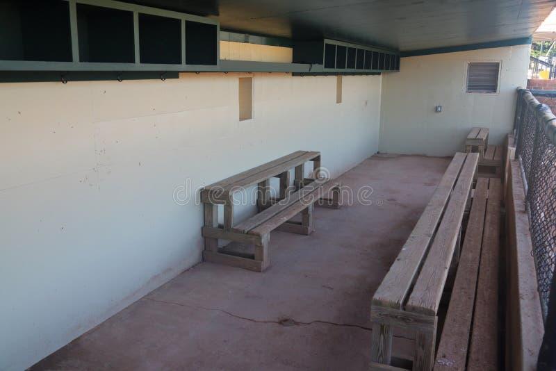 Riparo di baseball nello stadio della piccola lega fotografia stock