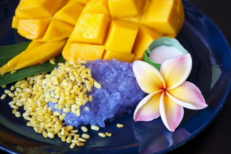 Ripe sweet mango with sticky rice,Thai dessert stock photos