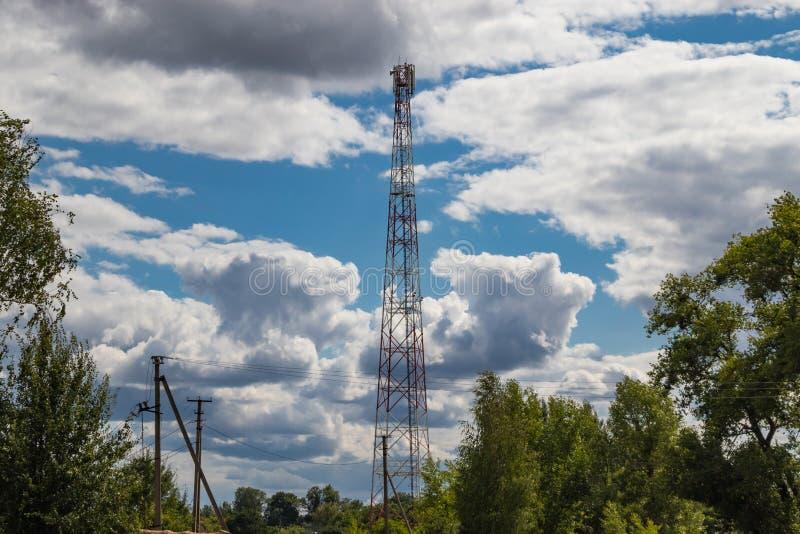Ripetitore cellulare, albero per la radiodiffusione comunicazione senza fili e dell'Internet fotografia stock