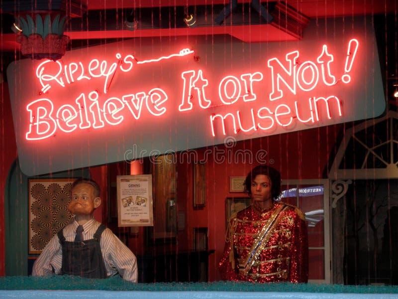 Ripley的,相信它!霓虹灯广告 免版税库存照片
