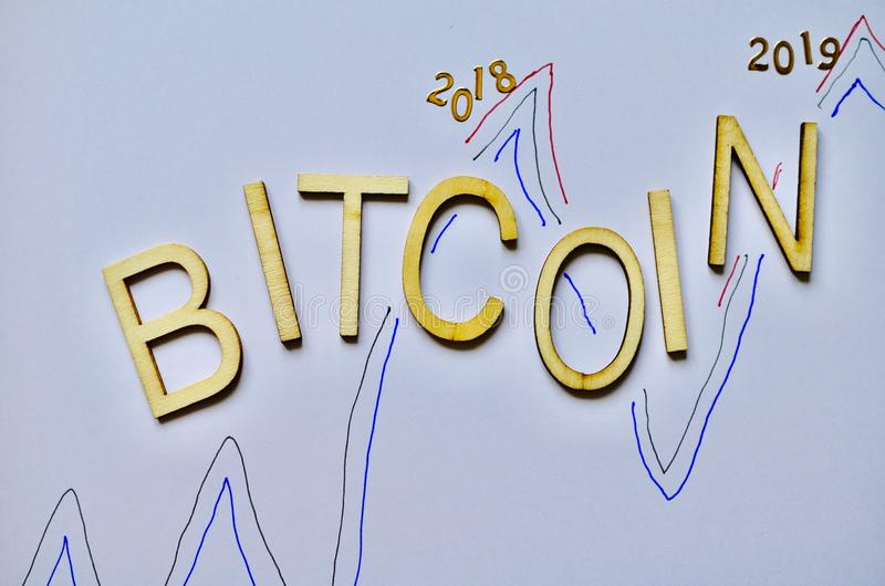 Riporti in scala le monete 2018 di valuta del bitcoin 2019 bianchi del fondo immagine stock