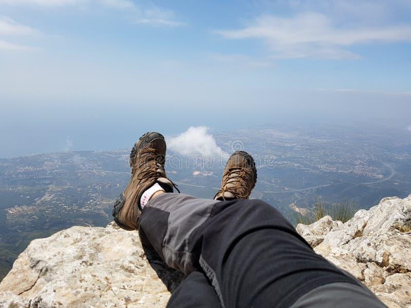 Riposando sopra la montagna a Marbella Spagna fotografie stock