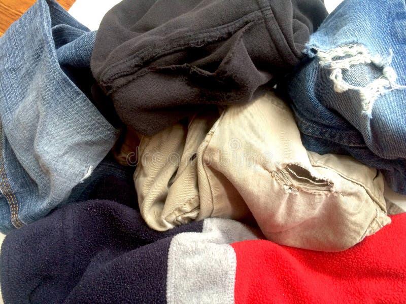 Ripped ha sbiadito il vecchio abbigliamento immagine stock