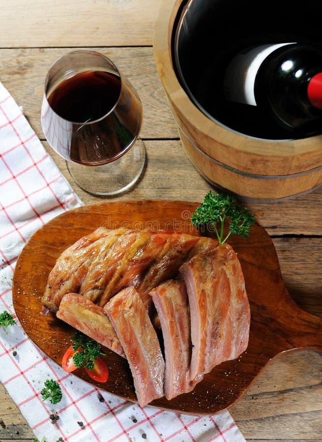 Rippen mit Wein stockfotos