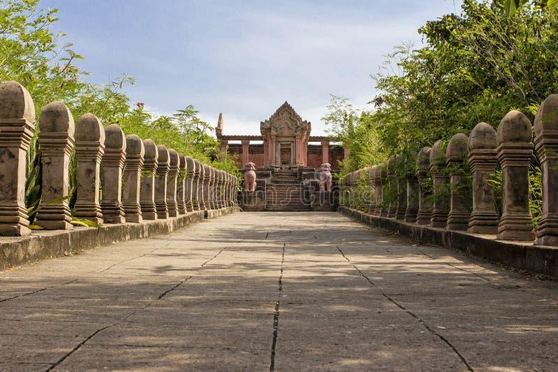 Download Riproduzione Prasat Phra Wihan Alla Città Antica, Sumutprakarn, Th Fotografia Stock - Immagine di cielo, entrata: 30828930