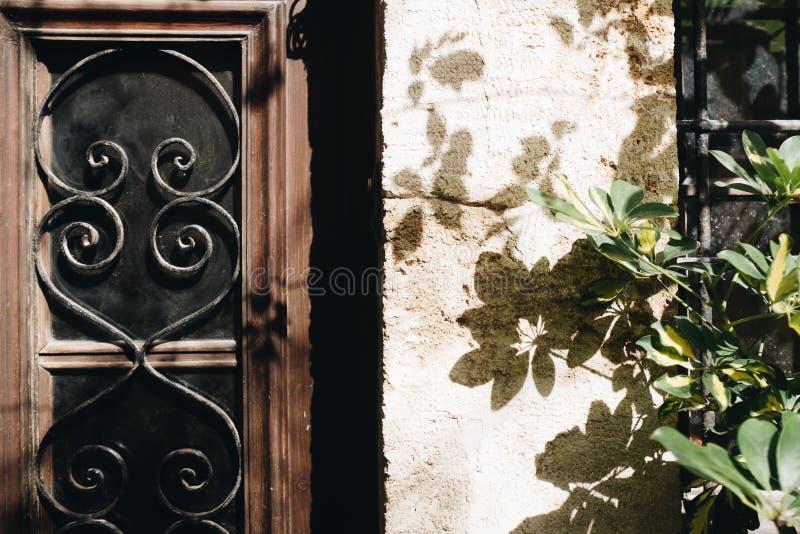 Riquadro Finestre Di Legno Marrone E Nero fotografia stock libera da diritti