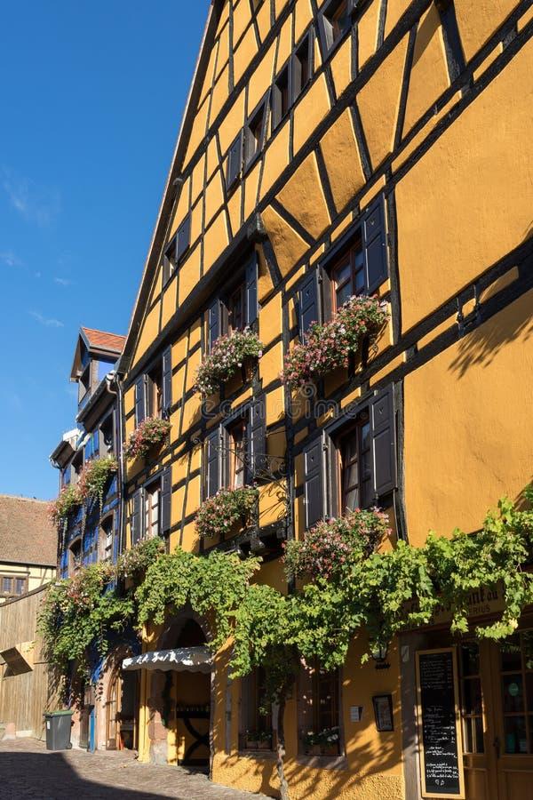 RIQUEWIHR, FRANCE/EUROPA - 24 DE SETEMBRO: Arquitetura de Riquew imagem de stock royalty free