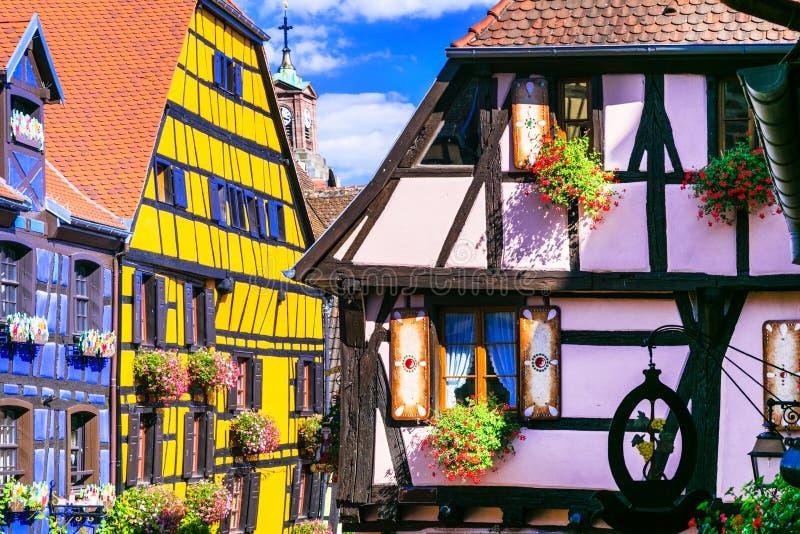 Riquewihr in Frankreich - romantische mittelalterliche Stadt auf dem Elsass-Wein r stockfotos