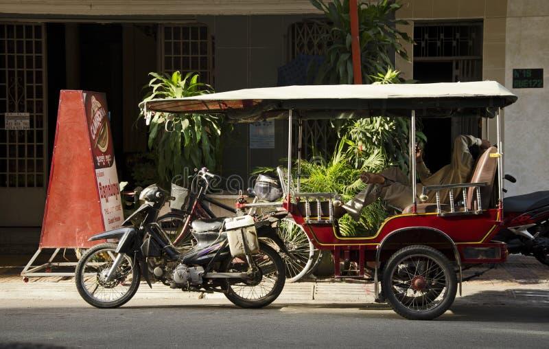 Riquexó na rua em Phnom Penh foto de stock royalty free