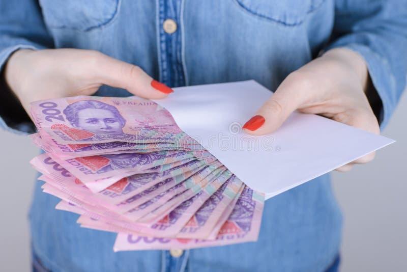 A riqueza ilegal do negócio das calças de brim do atm do subôrno ganha o empresário do lucro imagens de stock