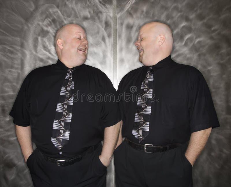 Rire chauve jumeau d'hommes. images libres de droits
