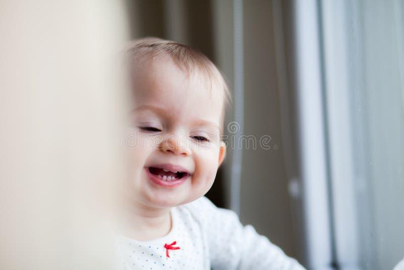 Rire de bébé photographie stock libre de droits