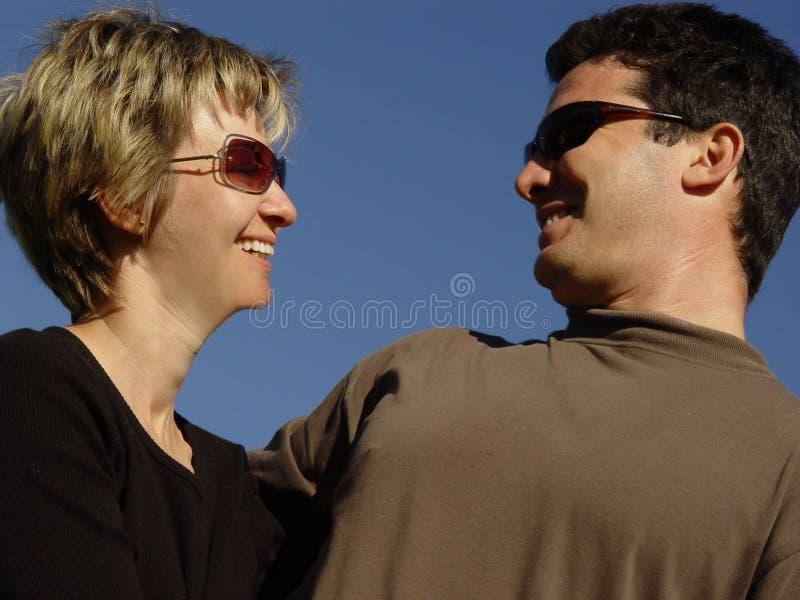 Rire de couples photo stock