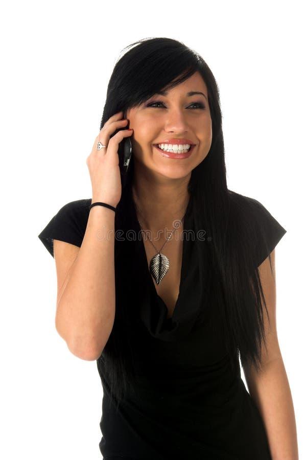Rire nerveusement de l'adolescence sur le téléphone portable images stock