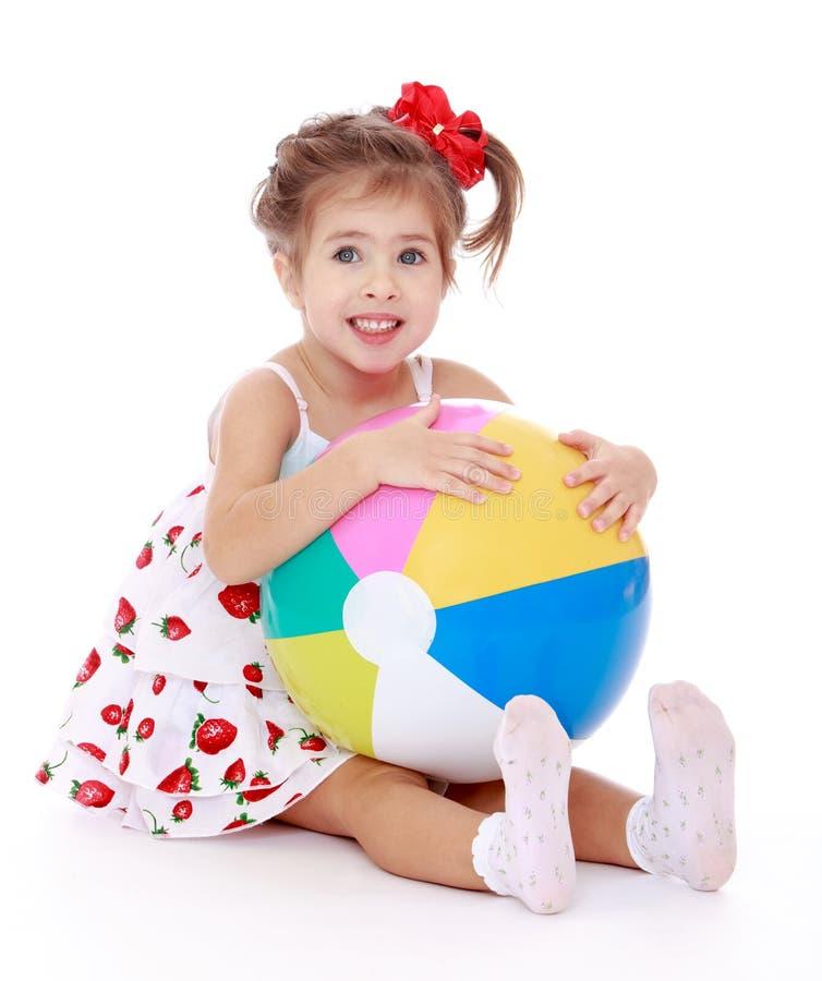 Download Rire Une Petite Fille Avec Du Charme Image stock - Image du gosses, personne: 56488137