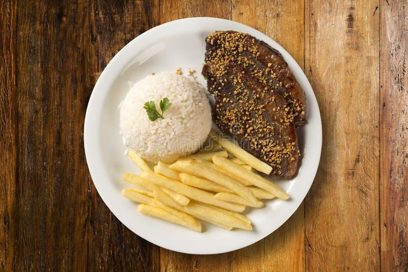 Ris med potatisar och kött royaltyfri fotografi