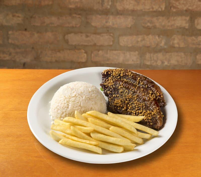 Ris med potatisar och kött fotografering för bildbyråer