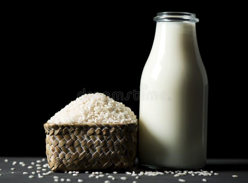 Ris och ris mjölkar royaltyfri bild