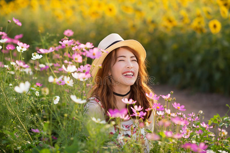 Risa asiática de la muchacha imágenes de archivo libres de regalías