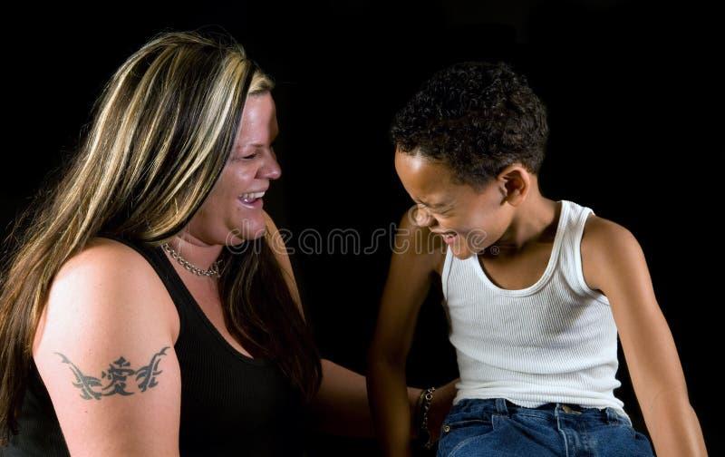 Risa de la madre y del hijo fotografía de archivo libre de regalías