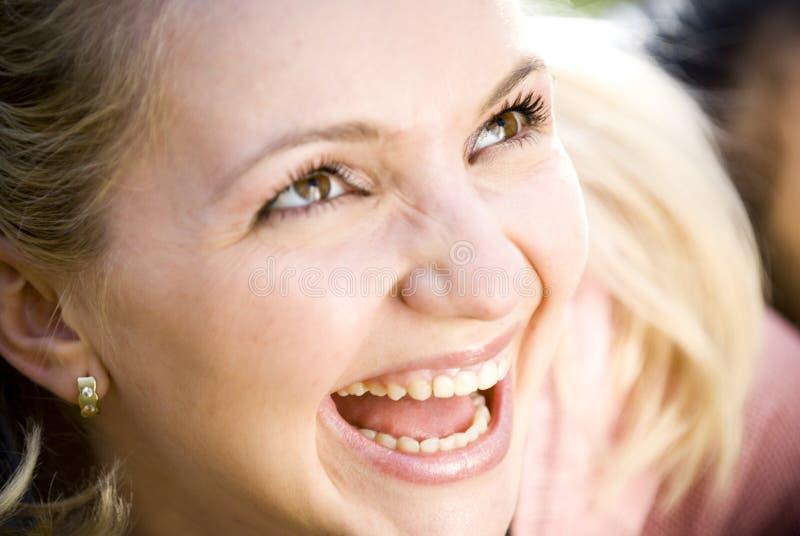 Risa de la mujer joven fotos de archivo libres de regalías