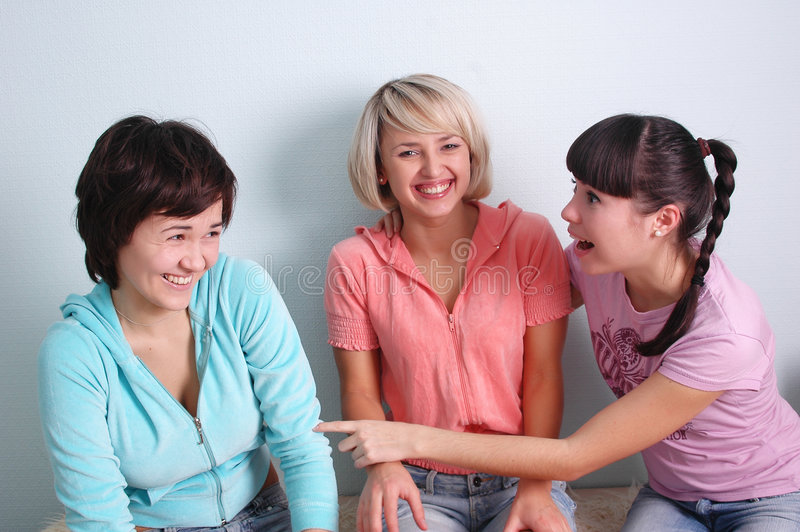 Risa de las muchachas foto de archivo