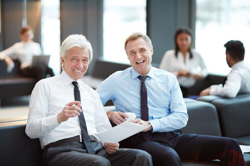 Risa de los hombres de negocios imagen de archivo libre de regalías