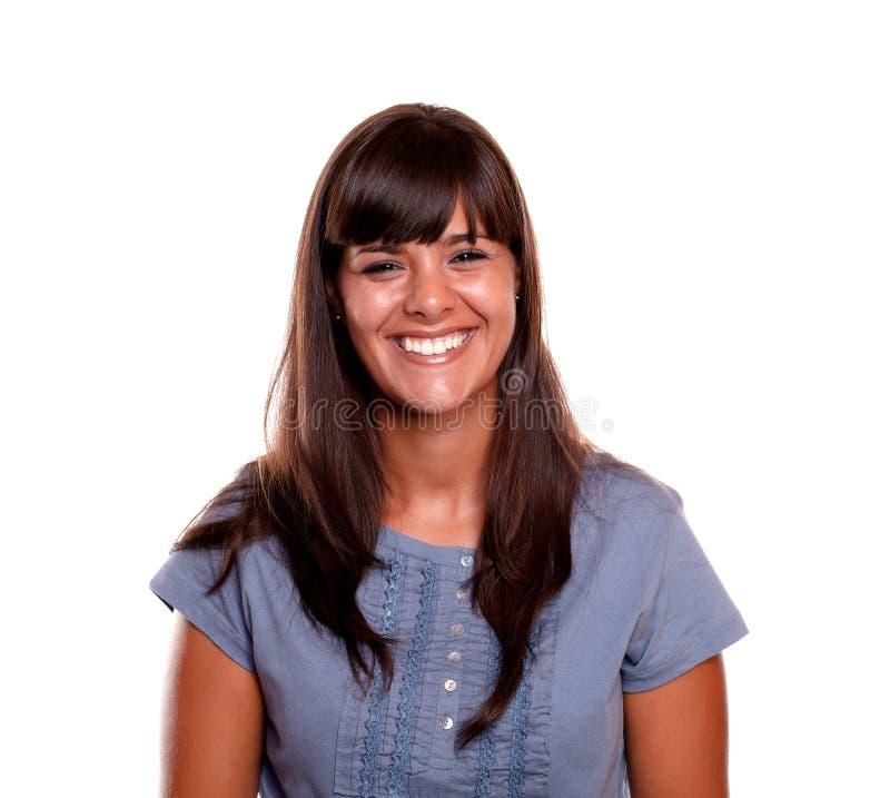 Risa encantadora feliz de la mujer joven fotografía de archivo