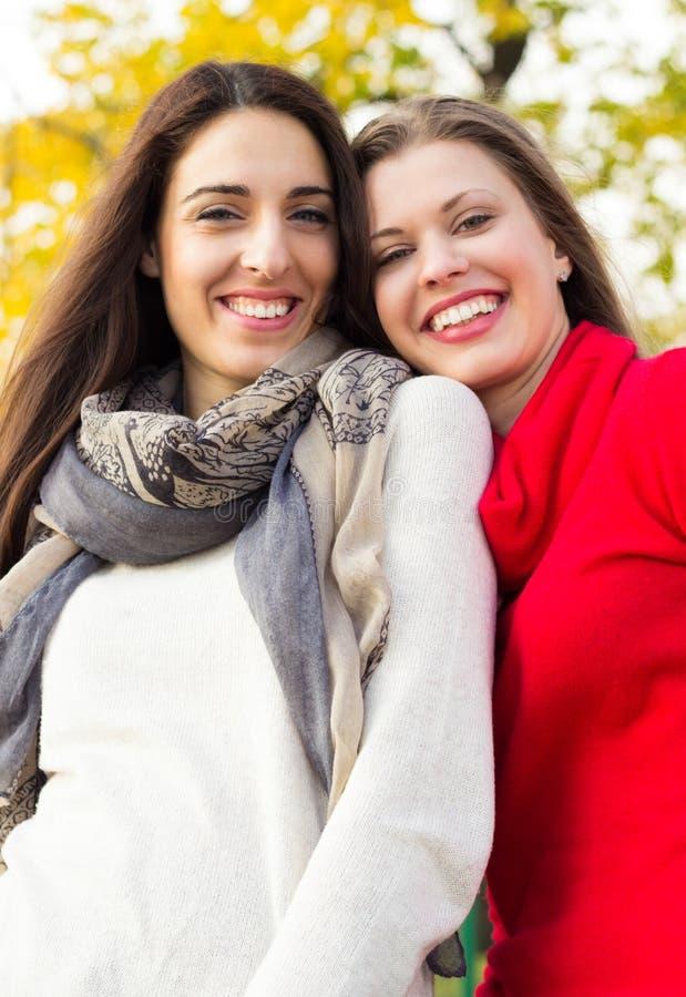 Risa feliz de las mujeres imagen de archivo