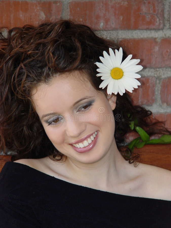 Risa hermosa de la muchacha foto de archivo libre de regalías