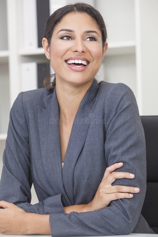 Risa hispánica de la mujer o de la empresaria de Latina imagen de archivo