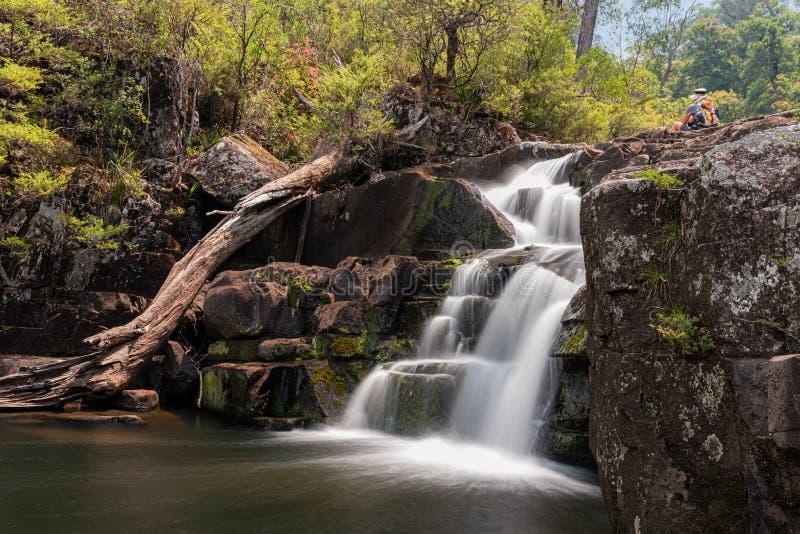 Risalire sulla parte superiore del gloucester cade con acqua a bassa portata a causa della siccità fotografia stock