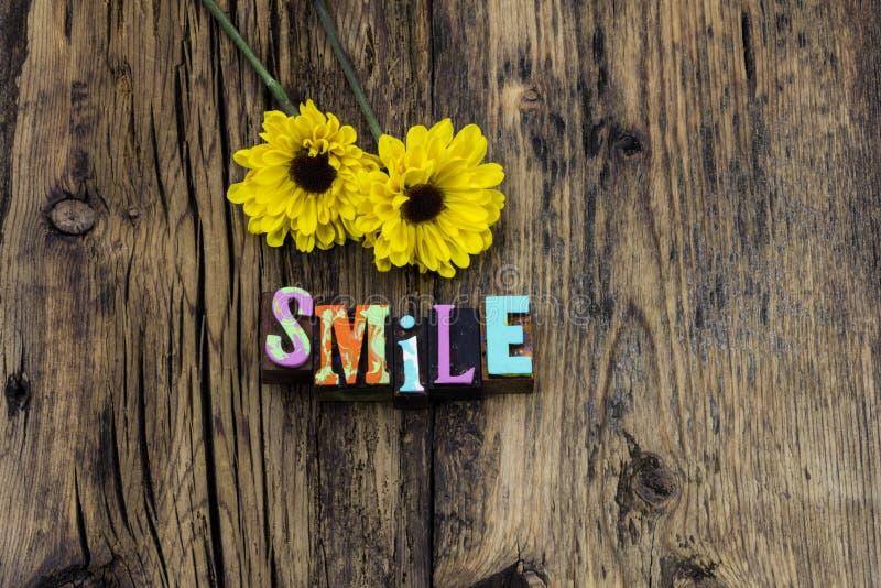 Risata felice di espressione di sorriso godere dell'amore di vita fotografia stock