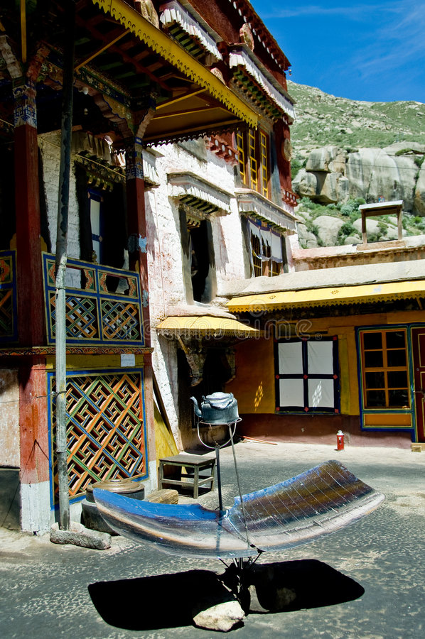 Download Riscaldamento Solare Nel Tibet Fotografia Stock - Immagine di solare, monastery: 4994390