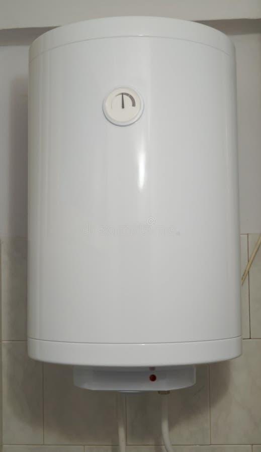 Riscaldatore di acqua elettrico fotografie stock libere da diritti