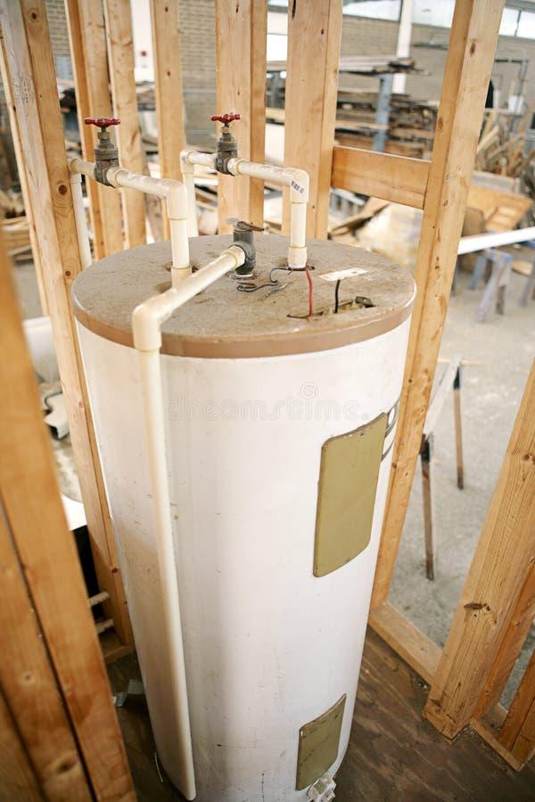 Riscaldatore di acqua installato fotografia stock libera da diritti