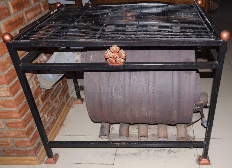 Riscaldatore per una casa grande Firewood Chimney Fumo Calore Caldo fotografie stock