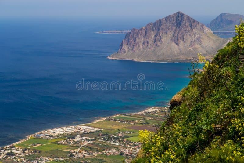 Riserva Naturale Orientata Monte Cofano da Erice vicino a Trapani (Sicilia, Italia) fotografia stock