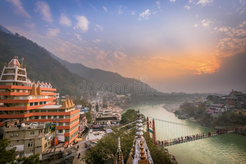 Rishikesh, Índia da cidade da ioga, Gange River Valley, Ganga, Uttarakhand foto de stock