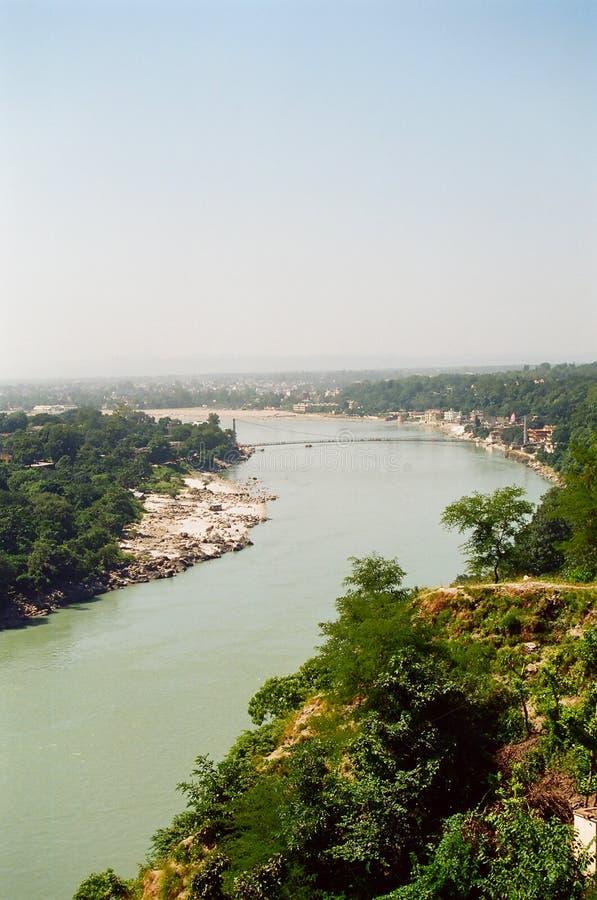 Rishikesh e o rio de Ganges foto de stock royalty free