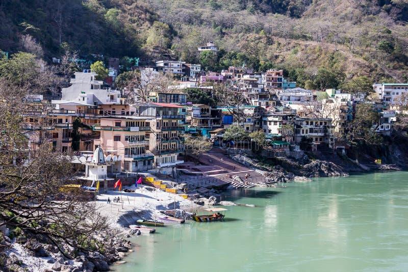 Rishikesh op de banken van de Ganges stock fotografie