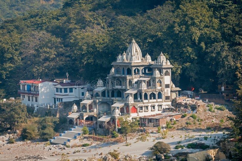 Rishikesh yogastad på Ganges River arkivbilder
