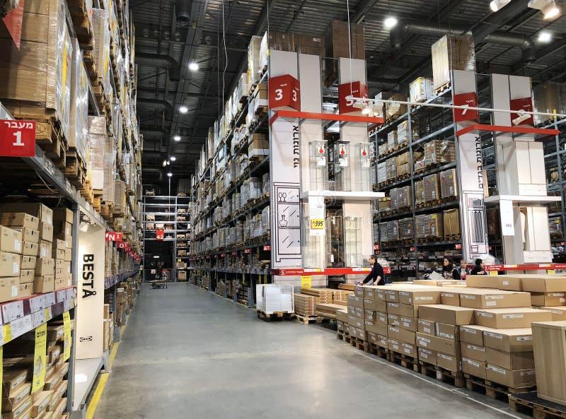 RISHON LE ZION, ISRAËL 16 DÉCEMBRE 2017 : Bas-côté d'entrepôt dans un magasin d'IKEA photographie stock