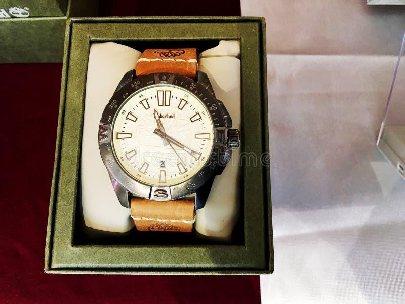 RISHON LE ZION, ISRAEL 17 DE DICIEMBRE DE 2017: Relojes del reloj expuestos en una tienda fotografía de archivo libre de regalías