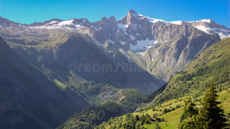 Risihorn på en klar sommardag Valais, Schweiz royaltyfri bild
