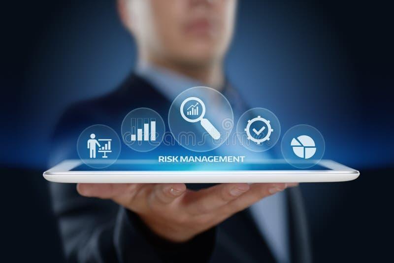 Risikomanagement-Strategie-Plan-Finanz-Investitions-Internet-Geschäfts-Technologie-Konzept lizenzfreie stockfotos